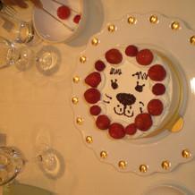 各テーブルでのデコレーションケーキ