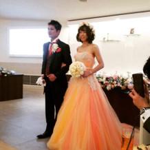 彼の好きなオレンジのドレスに出会えました