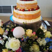 ケーキも提携のケーキ屋さんから選べます