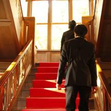 会場までの階段です。写真映えしそう。