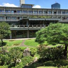 庭園から見た建物