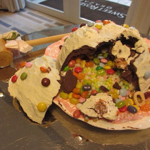 サプライズのピニャータケーキ