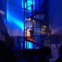 挙式会場の螺旋階段です