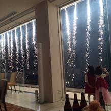 披露宴の最後に、花火ナイアガラの滝。