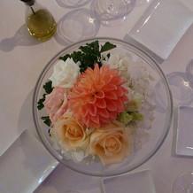 テーブルのお花。