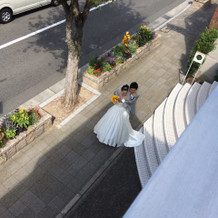 挙式前にウエディングドレスで前撮り。