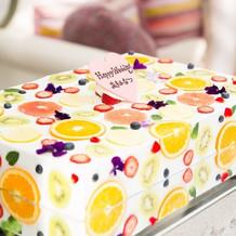 ウェディングケーキがとっても可愛い