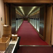 神殿に続く廊下