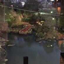 披露宴会場1から見える池