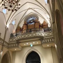 チャペルでオルガンの生演奏