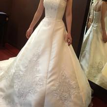 白のドレスはすぐに決定!!