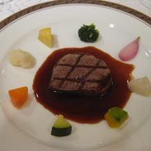 お野菜に囲まれた牛フィレ肉のグリル