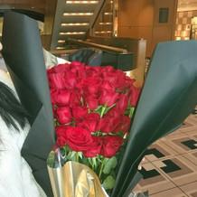サプライズの薔薇の花束
