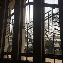 挙式場の大きな窓