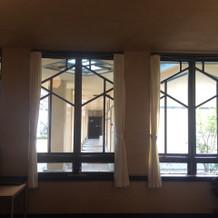 控え室の窓