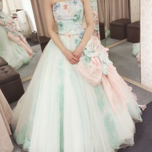 佐々木希さんのカクテルドレス