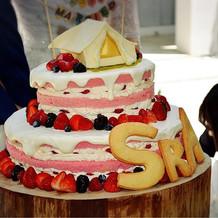 ウェディングケーキです。とても可愛い!