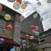 雨の日は会場に風船を飾れます