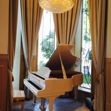 白いピアノは初めて見ました!