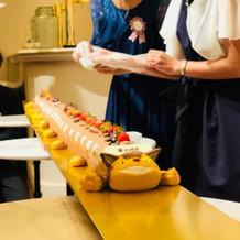 猫バスの超ロングロールケーキ