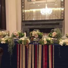 披露宴会場のメインテーブル