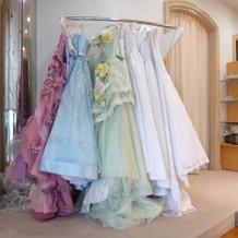 かわいいドレスがたくさん