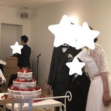 ケーキ入場!コック帽は借りれました!