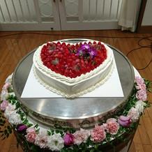可愛いハート型のケーキでした。