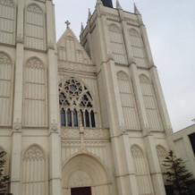 昼間の教会の雰囲気