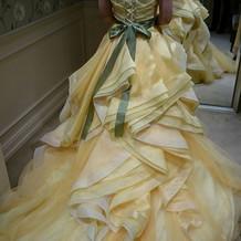 お気に入りの黄色のドレスです