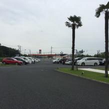 二組同時に挙式をしても余裕の駐車スペース