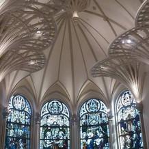 大聖堂のステンドグラスが圧巻でした!