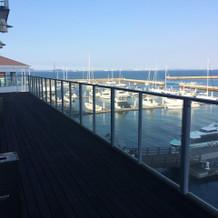 喫煙所からも海がみえる!