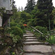 庭園へと続く階段