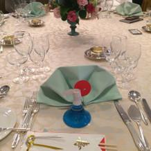 披露宴会場。自分のテーブル。