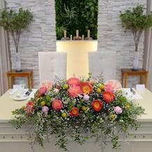 メインテーブルの花