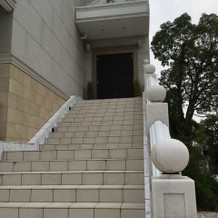 フラワーシャワーを行う階段