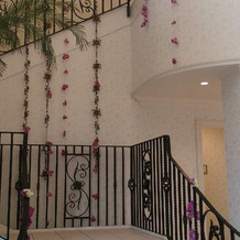 チャペルから宴会場へ向かう際の階段