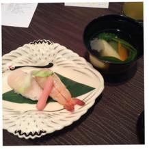 お寿司とお吸い物です。