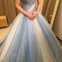 とても可愛らしい青のカラードレスです