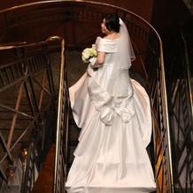 ホテル内の階段にて