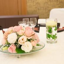 お客様テーブルのお花、キャンドル