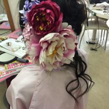 カラードレスのヘア小物です。