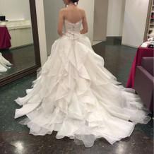 白ドレスです。