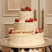 3段のオリジナルケーキ