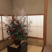 床の間の花は、会場の固定
