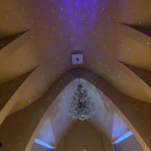 チャペル1光の演出と天井