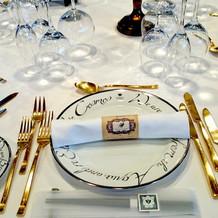 テーブルコーディネート ナイフがゴールド