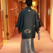 深緑色っぽい袴にしました