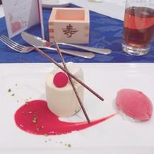 ホワイトチョコレートとラズベリーのムース